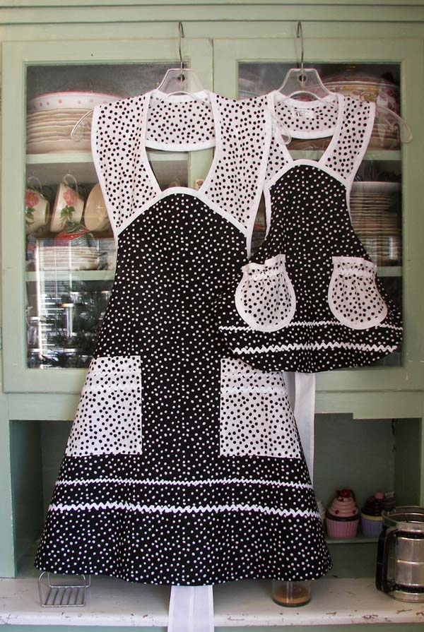 19640 Black Polka Dot Woman Apron