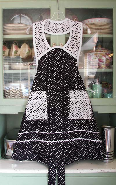Fashioned Dresses  Aprons on And White Gingham  All The Makings Of A Retro And Old Fashioned Apron