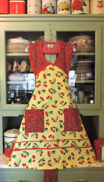 1940 retro Cherry Apron