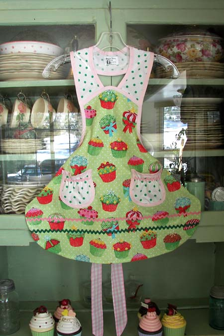 1940 Cupcake apron, click for more views