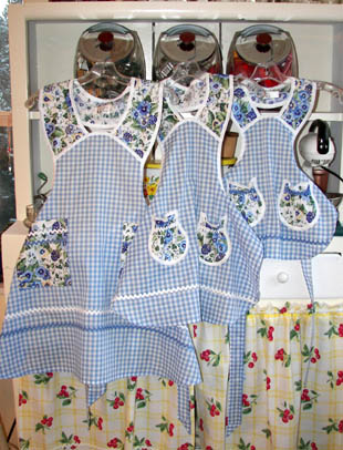 1940 pansy blue gingham mother daughter aprons
