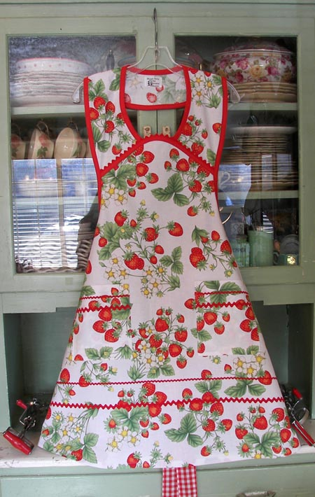 1940 Strawberry Apron, click for more 1940 aprons