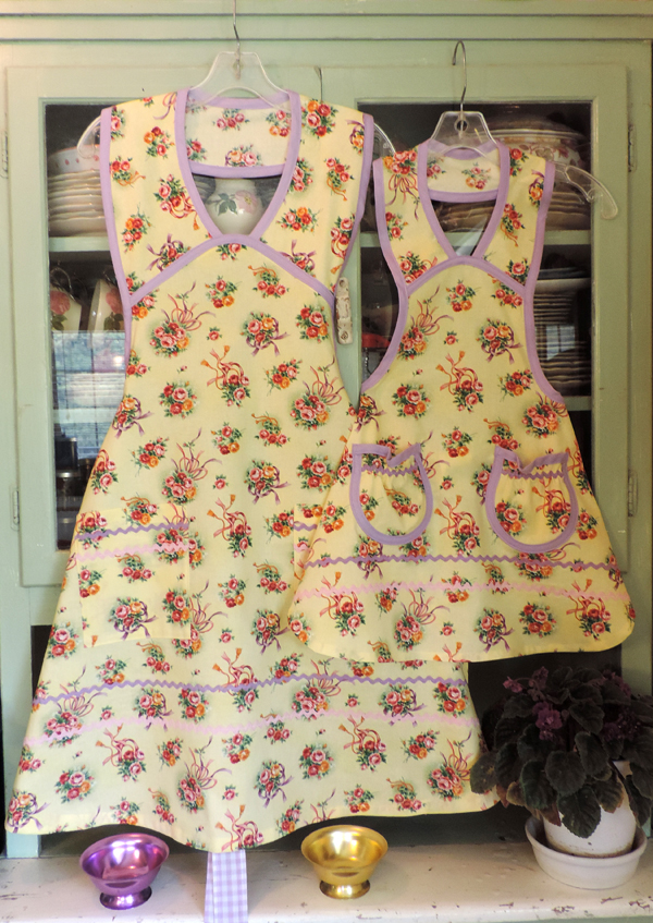 1940 Wedding Aprons