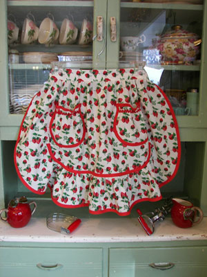 1943 Strawberry half apron