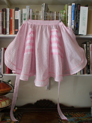 Click for more styles 1944 Pink gingham half apron