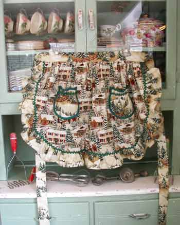 1948 Ruffle Half Apron Old Time Village Christmas
