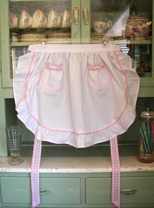 1948 Rufle White half apron