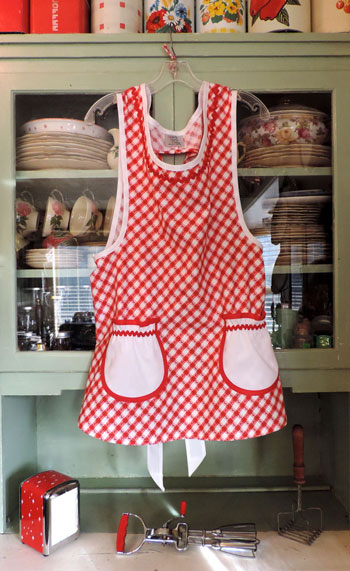 Grandma Old Fashioned Red & White Kitchen Apron