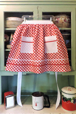 Retro Old Fashioned Red and White Kitchen Half Aprons