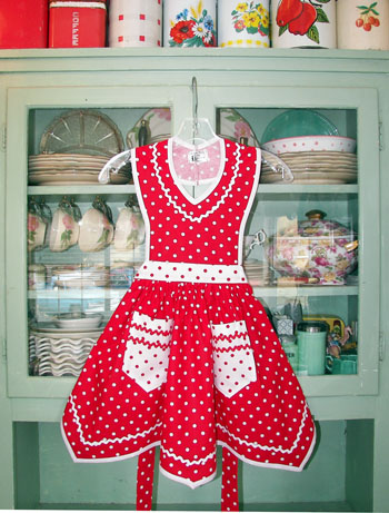 Victory Full Apron Red polka dot