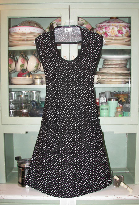 Aunt Rose Apron in Black Polka Dot