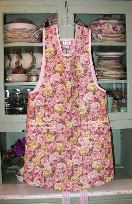 Aunt Violet Pink & Yellow Rose Bouquet Apron