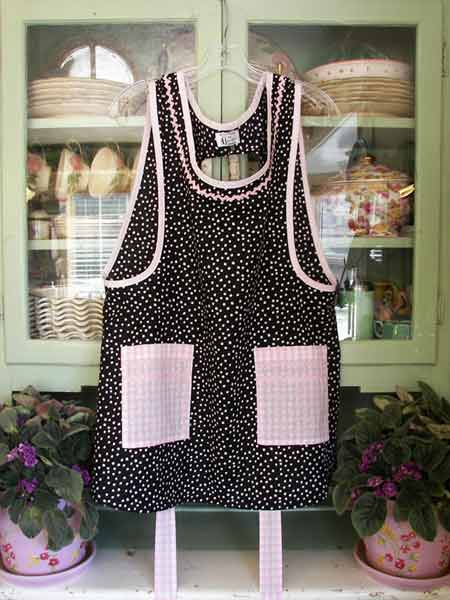 Grandma Apron black polka dot pink gingham square pockets s=