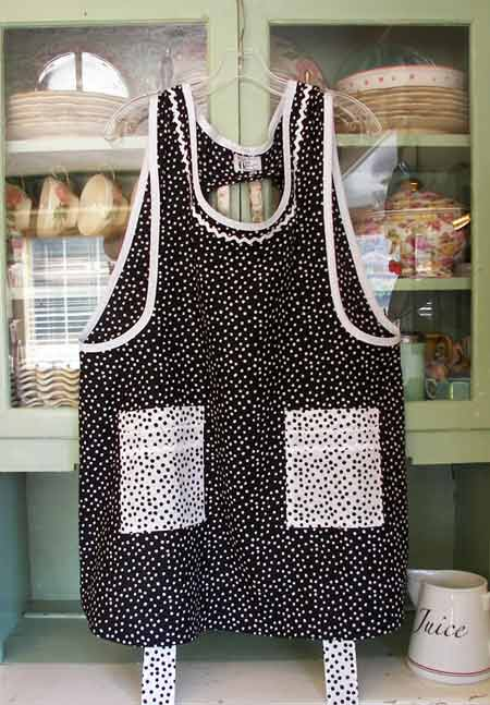 Grandma Apron Black Polka Dot with White pockets trim and Ric rac