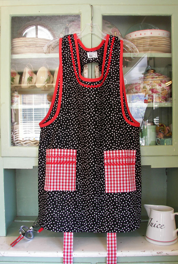 Grandma apron Black/ White polka dot with red gingham pockets, click to go back to Grandma aprons