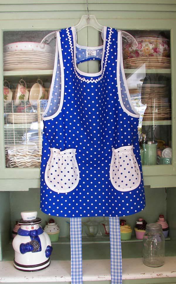 Grandma apron blue polka dot with round pockets