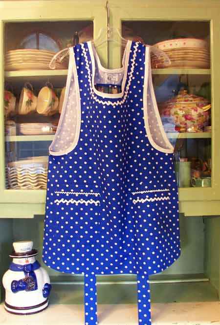 Grandma Apron Blue Polka Dot with square pockets