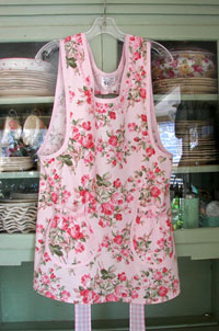 Grandma Large Soft Pink Roses All Over, click for more Grandma aprons