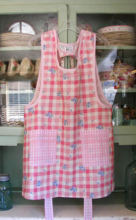 Grandma Old Fashioned Pink 40s apron