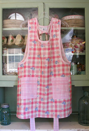 Grandma Old Fashioned Pink 40's, click to see more Grandma aprons