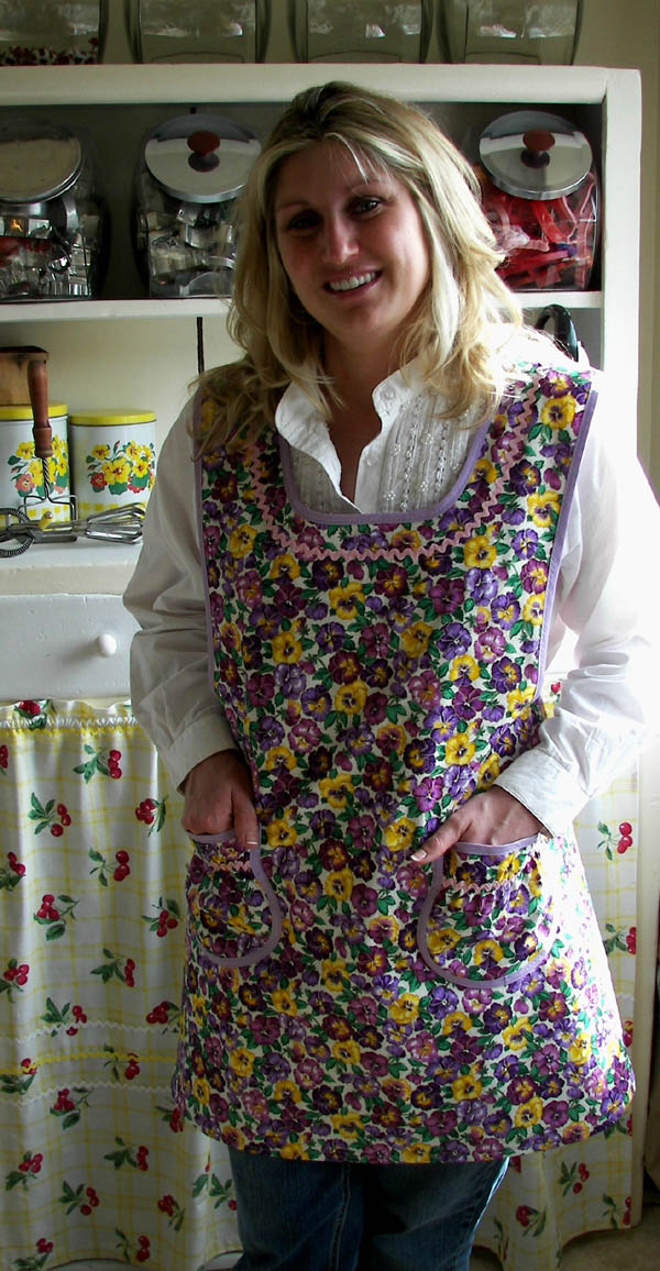 Grandma apron in Lilac Pansy