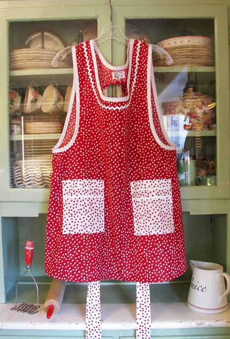 Grandma Apron Red Polka Dot with White Polka Dot Square pockets