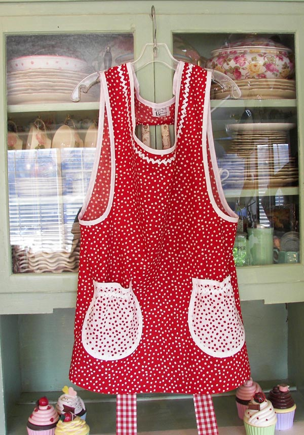 Grandma Apron Red Polka Dot with round pockets