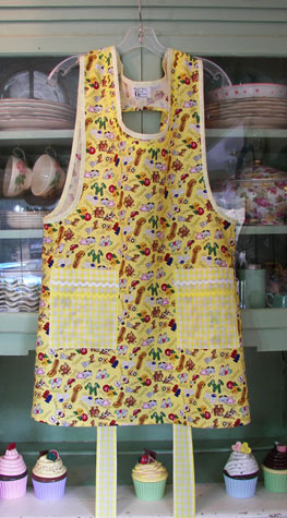 Grandma Yellow Salt and Pepper Aprons