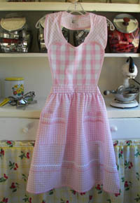 Pink Heart apron, click for larger picture