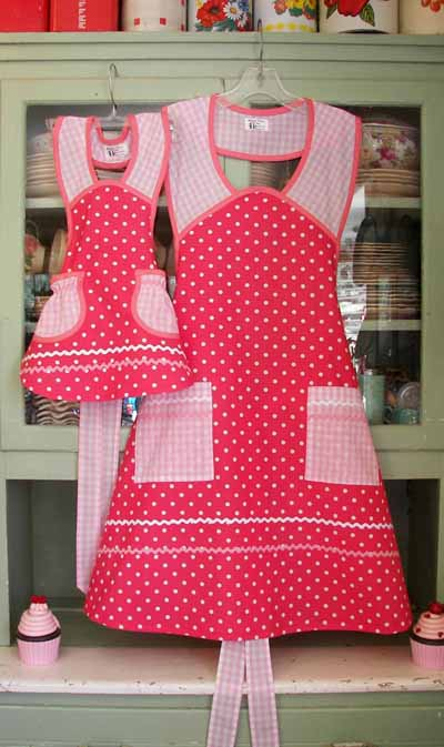 1940 Pink Polka Dot Pink Gingham Apron, click for larger view