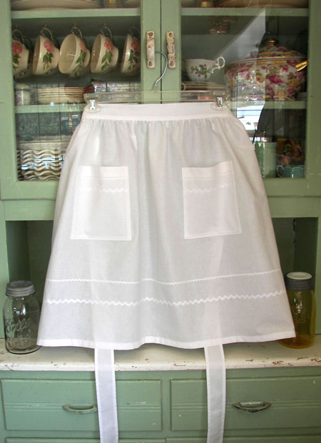 Retro Half Apron in all White