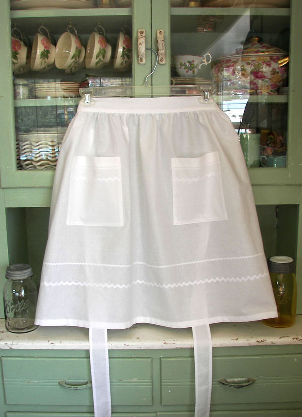 Retro Woman Half Apron All White