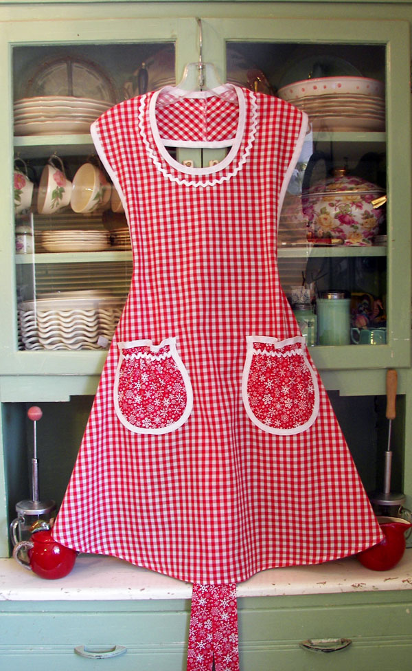 Rose apron red gingham, Red snowflake, click to go back to Rose aprons