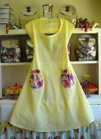 Rose yellow Gingham apron with pansy pockets, click for large view