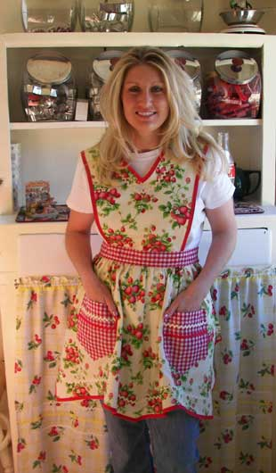 Vicory full apron in strawberry